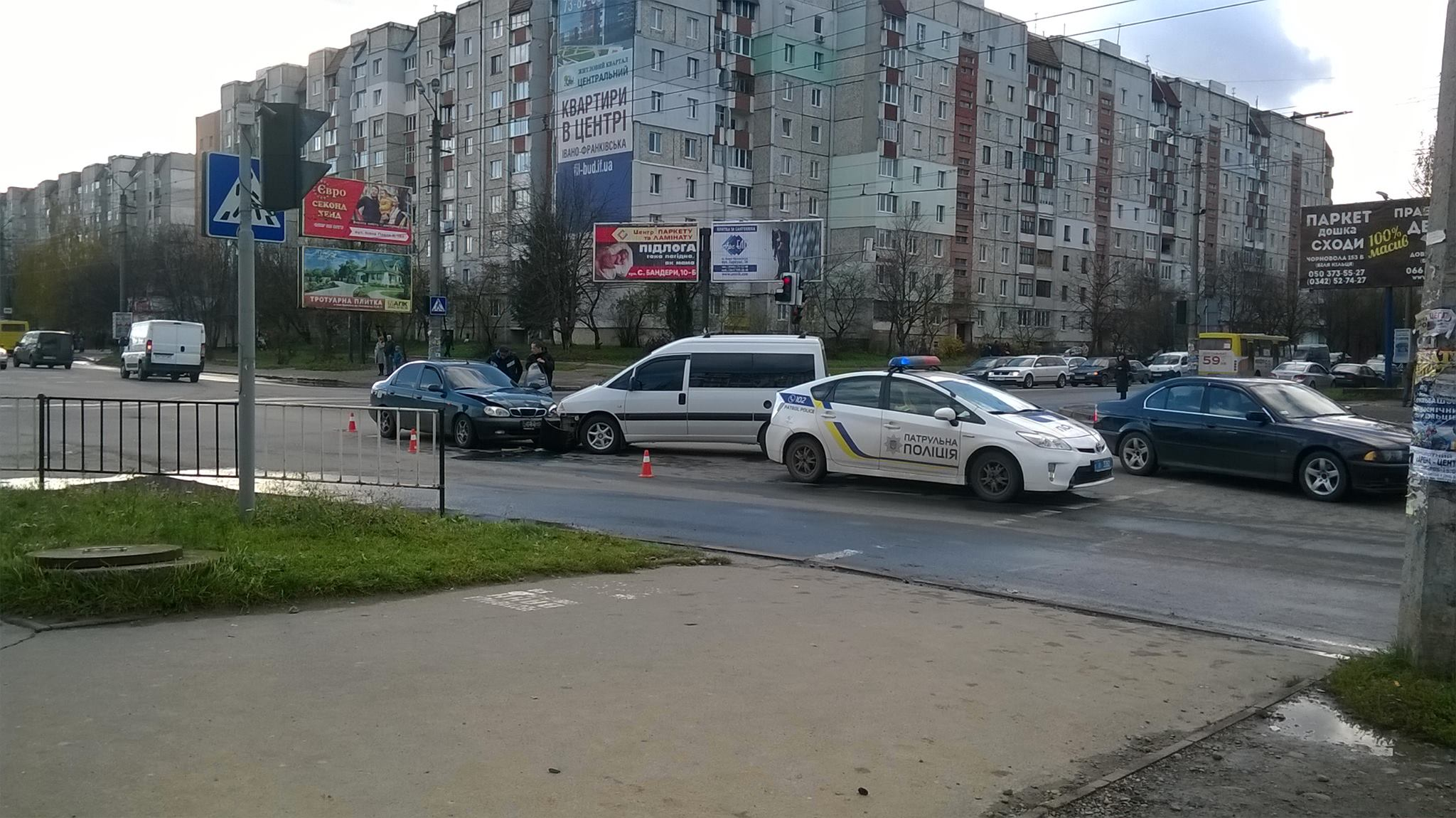 На Каскаді Daewoo врізався в мікроавтобус