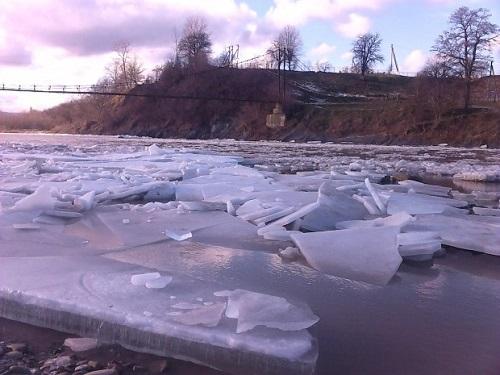 На прикарпатських річках почався шугохід